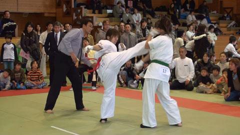 2008.12.07準決勝戦けり2.jpg